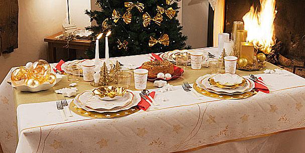 Come decorare la tavola delle feste di natale hiphipurr - Tavole apparecchiate per natale ...